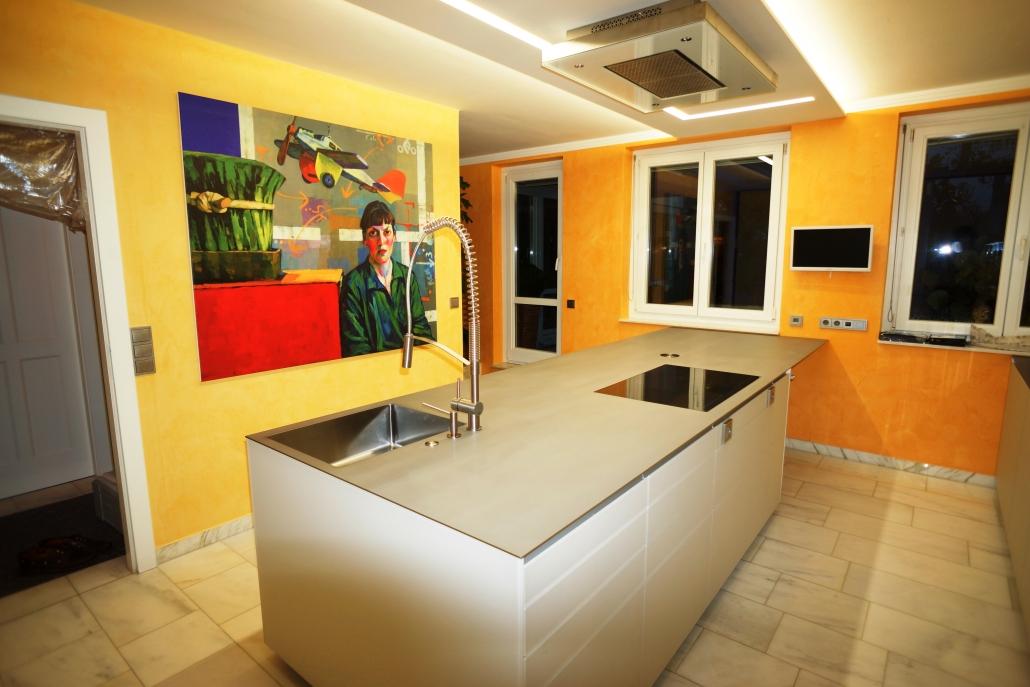 kücheninsel weiß mit edelstahl arbeitsplatte